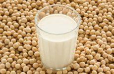Соевое и миндальное молоко делают детей низкорослыми