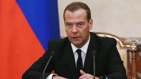 Медведев призвал изменить подход к оценке бедности