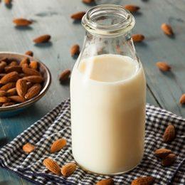 Миндальные, кокосовые или рисовые напитки: польза или вред?